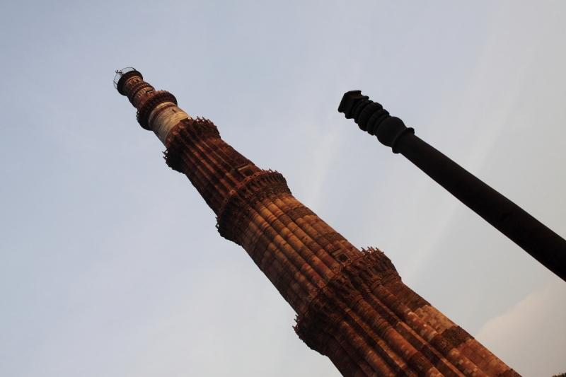 Delhi - Qutub Minar - Iron pillar